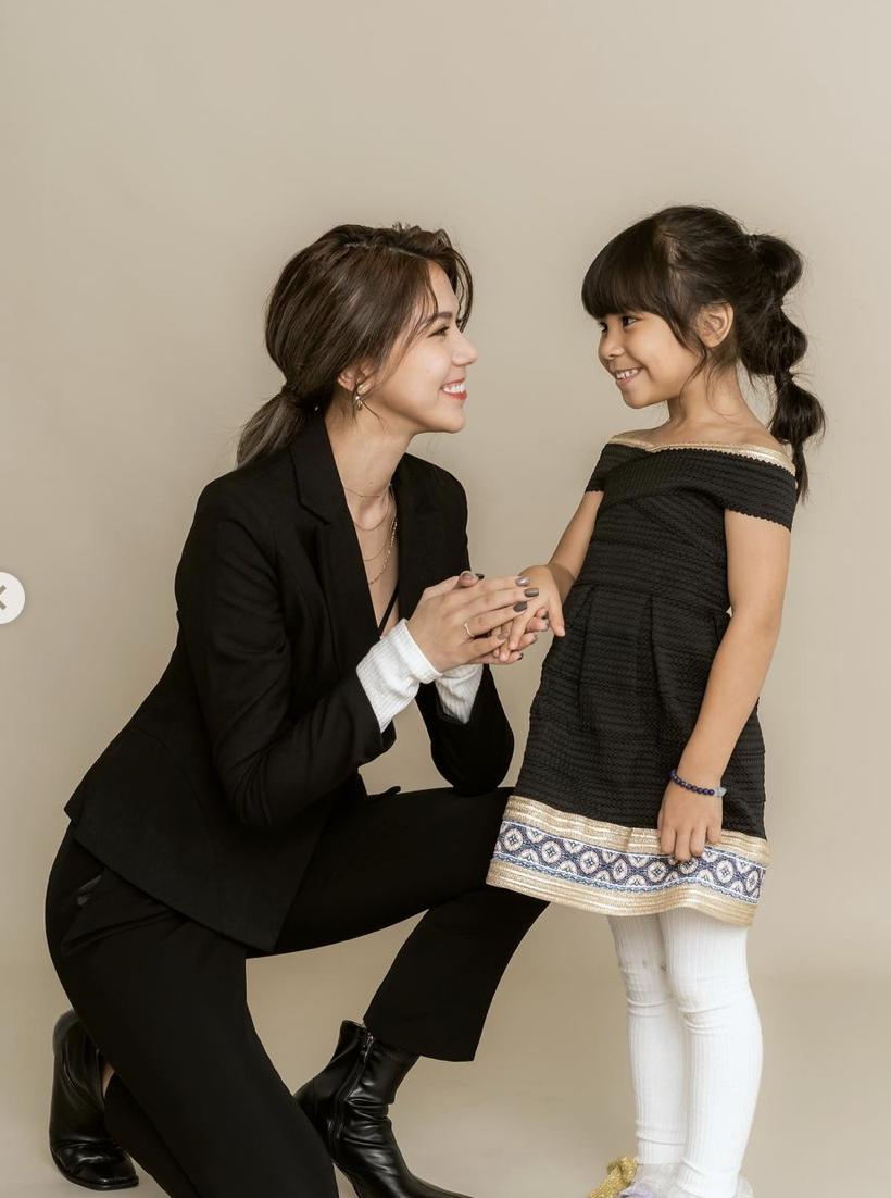 蕾菈(左)與女兒(右)。圖:翻攝IG/蕾菈