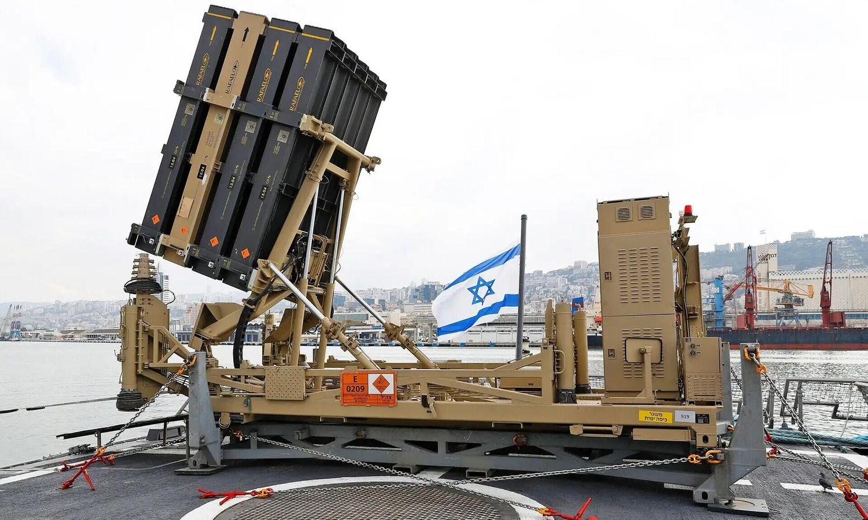 以色列海軍將「鐵穹」防空攔截系統裝設在軍艦甲板,用以防止來自於空中的攻擊。圖:翻攝環球網