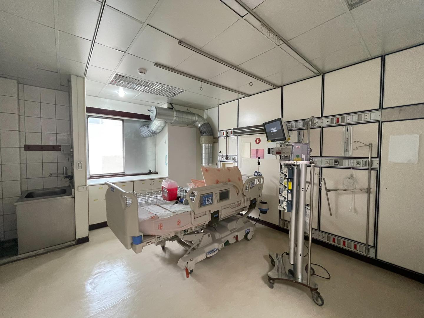 Ke Wenzhe said that today the number of COVID-19 hospital beds in Taipei has been expanded to 960 beds, plus negative pressure isolation wards and general isolation wards, it is expected that by next Monday, it can be increased to 1,333 beds to treat COVID-19 patients.Picture: Retrieved from Ke Wenzhe Facebook