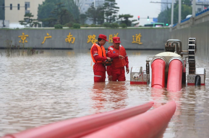 Three tunnels on the Beijing-Guangzhou section from north to south are undergoing drainage work.Picture: Xinhua Net