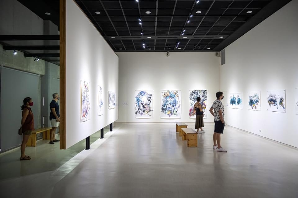 透過藝術家視角帶民眾看見絕種的恐龍骨架、熱帶野生植物、充滿著希望的海豚及罪惡的雙手等有趣圖像。圖:新北市文化局提供